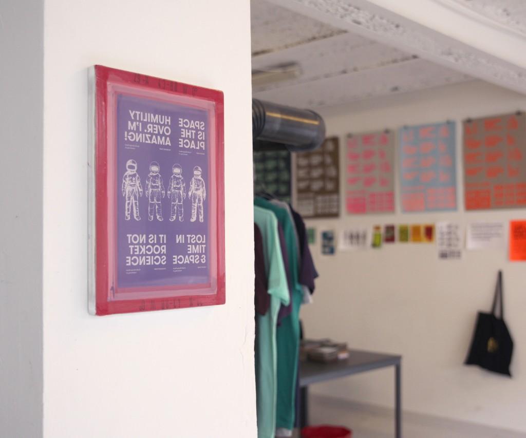 Rocket Ruby Büro im Apollo35 Atelier blick in Studio Nische mit Textilsieb an der Wand